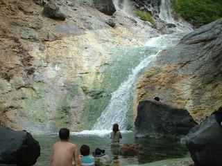 カムイワッカの滝温泉.jpg
